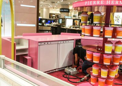 Installation de vitrines réfrigérées pour Pierre Hermé - Fmi